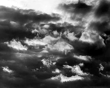 20110810083246-piedras-blancas-cielos-negros.jpg