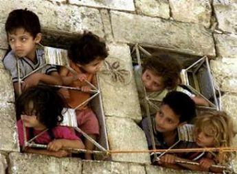 20140804110958-48352-t-ninos-palestinos-asoman-ventanas-889-big.jpg