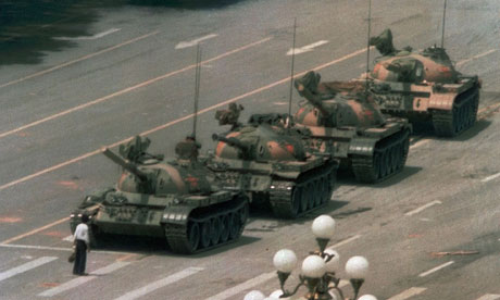 20110107104935-el-hombre-tanque-tiananmen.jpg