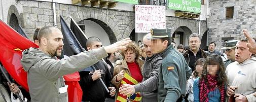 20110703114421-178744-manifestacion-y-contrama.jpg