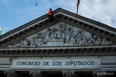 20130510191131-20130509-spain-greenpeace-costas-congreso-0091.jpg