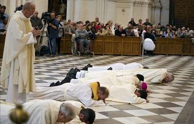 20141124110537-arzobispo-granada-postra-perdon-escandalos-ediima20141123-0183-13.jpg